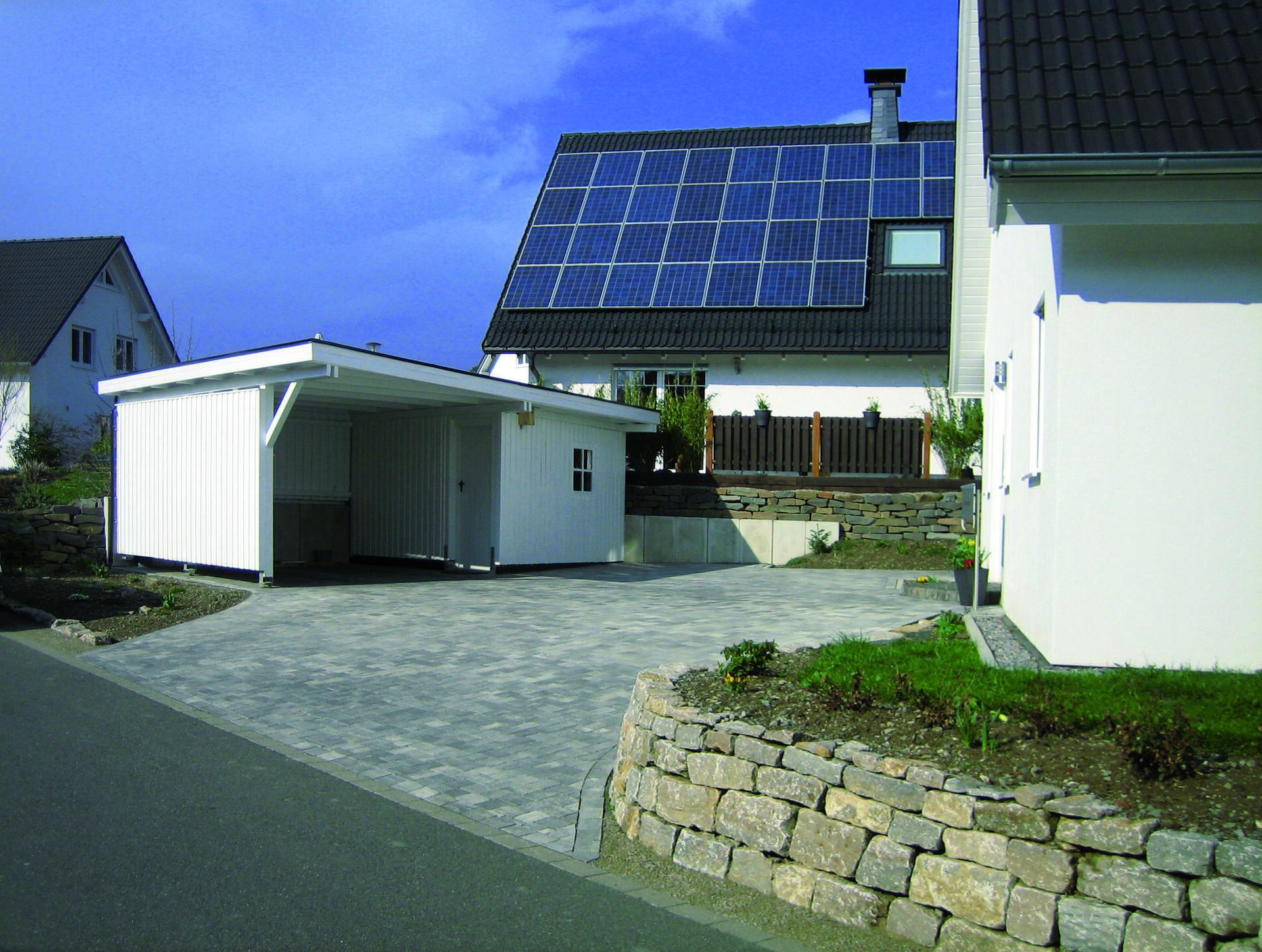 Sondercarport, weiß, Flachdach, drei Wände und ein Stellplatz komplett als Abstellraum
