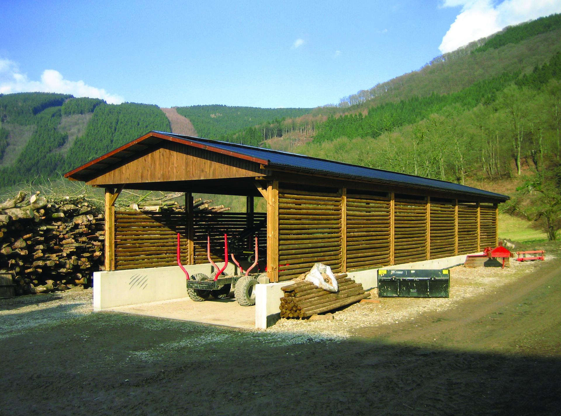 Sondercarport mit Satteldach gentutzt als Spänebunker für Landwirtschaft